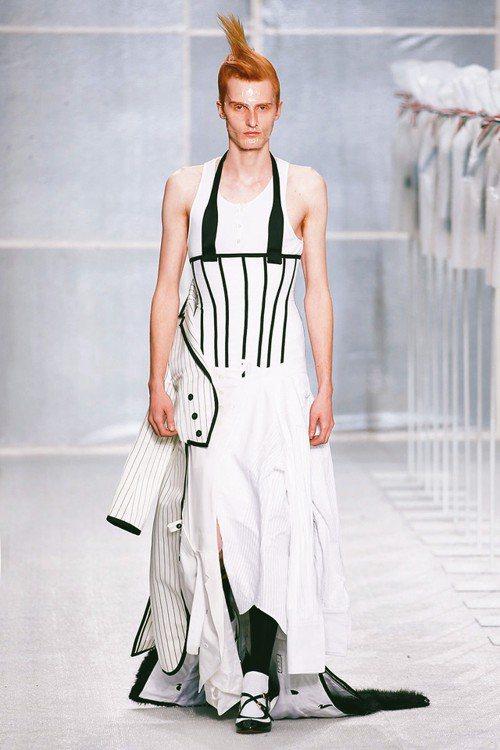 秋冬男裝以裙裝占絕大多數。 圖/取自Thom Browne官網