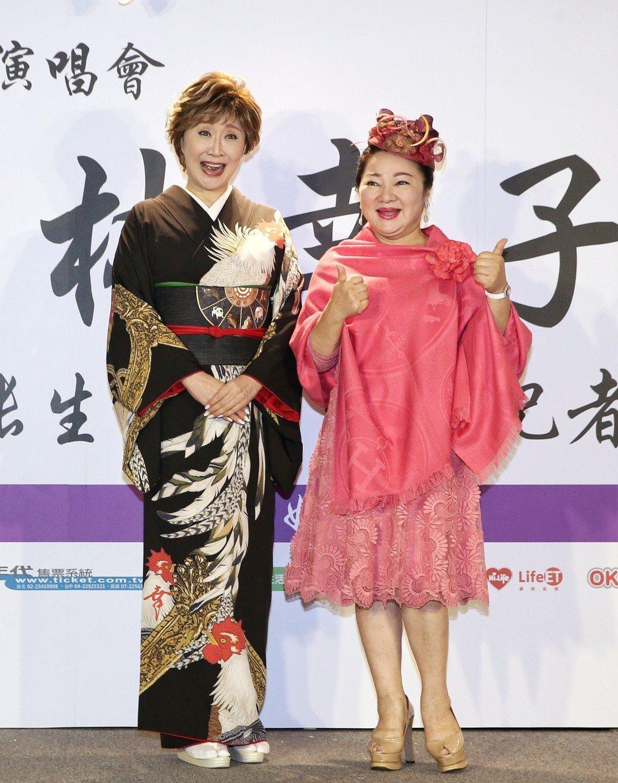 小林幸子(左)舉行演唱會行前記者會,白冰冰(右)來站台。記者鄭清元/攝影