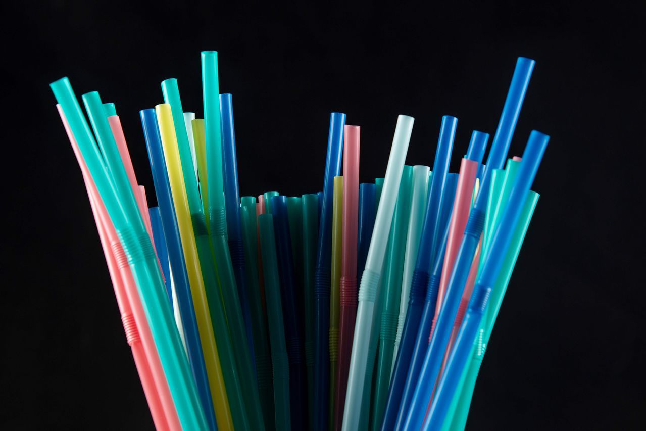 不是吸管的錯,錯在我們太依賴塑膠。 (法新社)