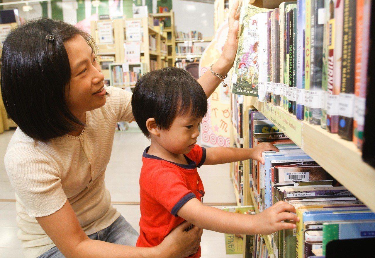 文化部舉辦中小學生讀物選介活動,即日起至3月5日接受各界報名推薦。 圖/聯合報系...