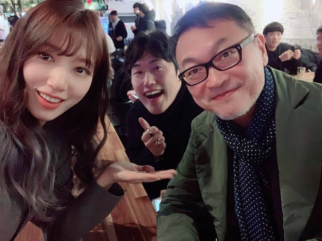 朴信惠與閔鎮雄、鄭民成合照。圖/擷自instagram。