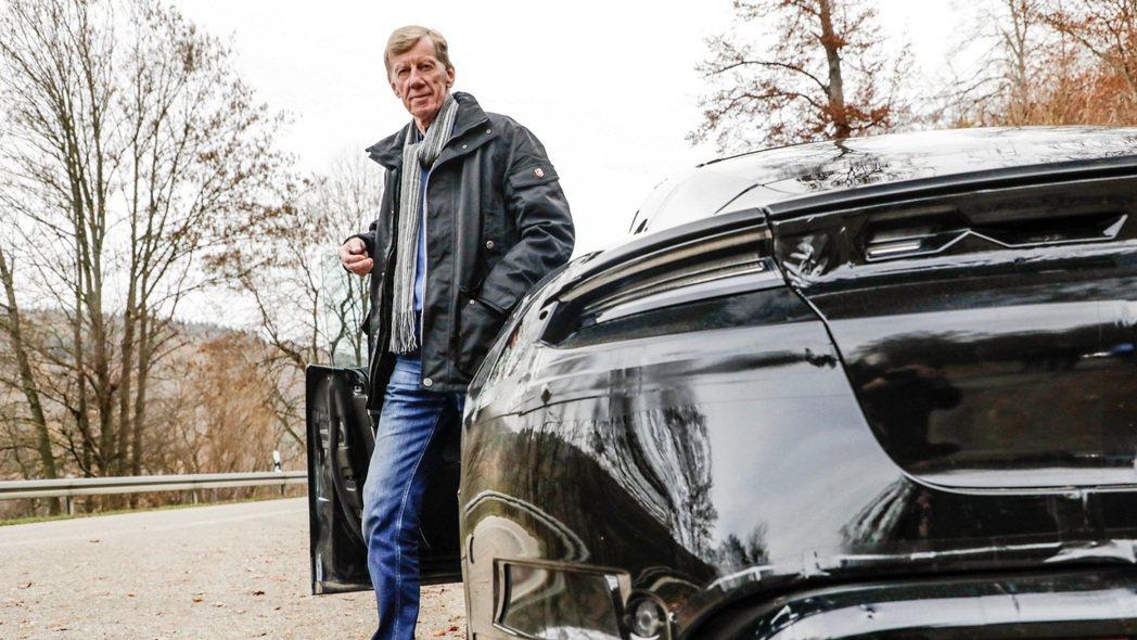 拉力賽傳奇車手Walter Röhrl對全新 Porsche Taycan 讚譽...