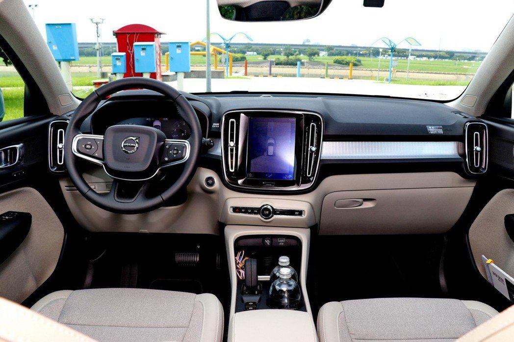 XC40內裝質感及整體科技配備都相當充足。 記者陳威任/攝影