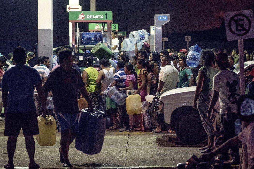 斷油行動所造成的後遺症,卻對墨西哥民生經濟造成了極大的衝擊,甚至在一個月後,變相...