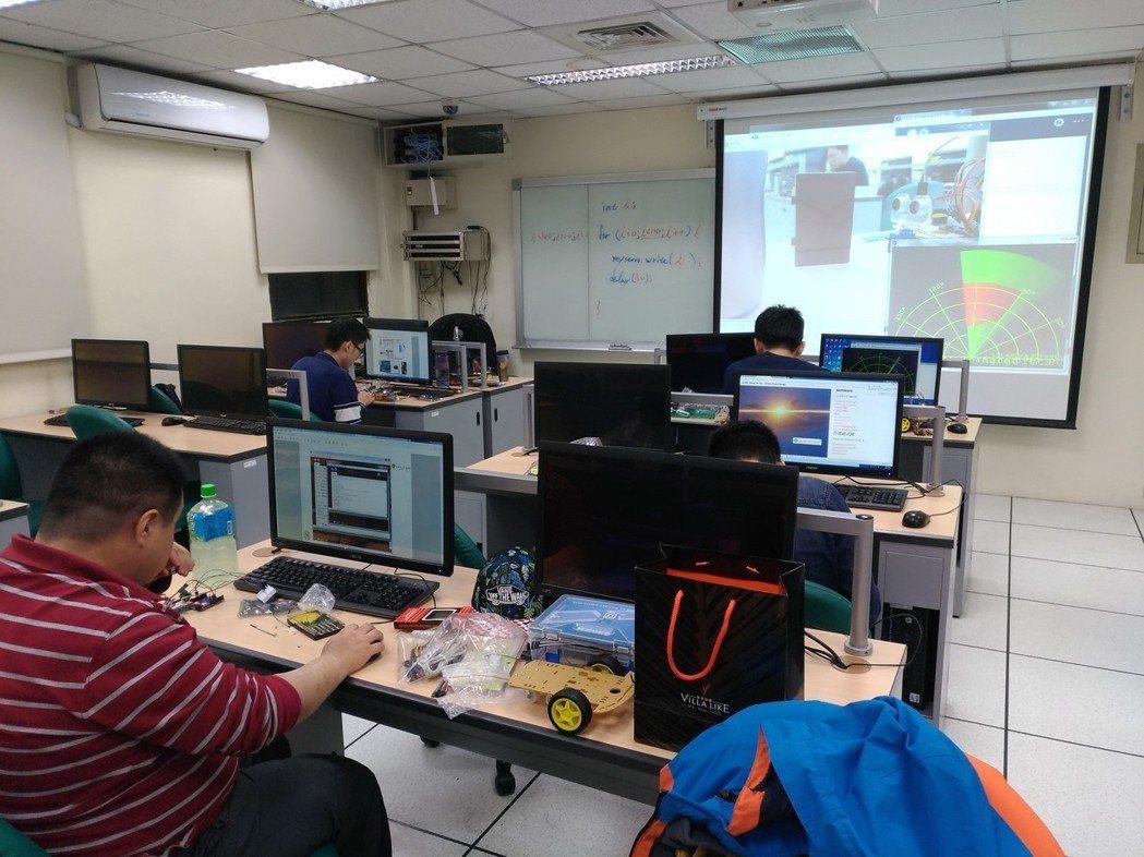 臺大資工資訊系統訓練班會是你在程式設計課程中最好的選擇 臺灣大學提供