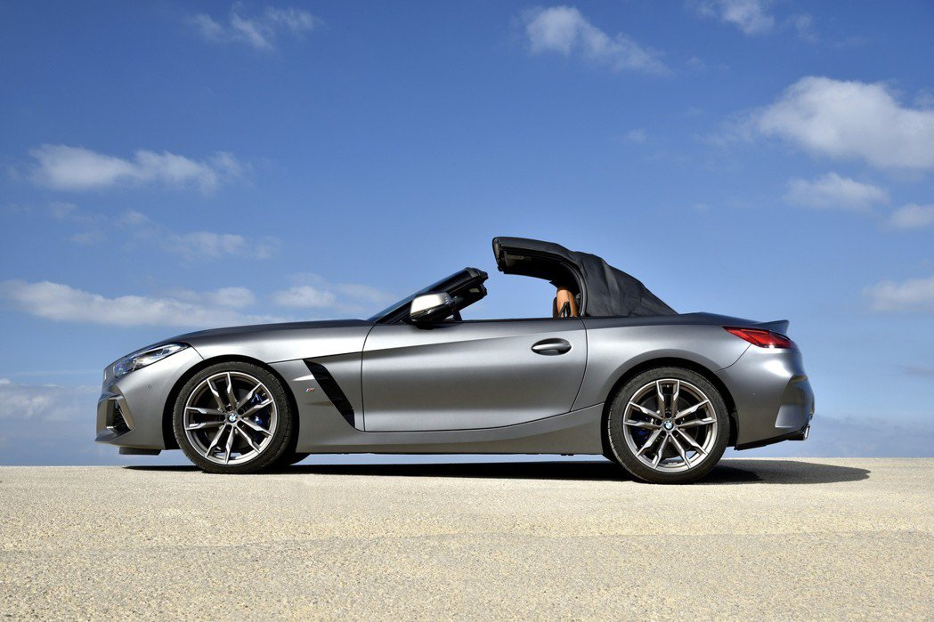 新世代Z4回歸軟頂敞篷的設定。 摘自BMW