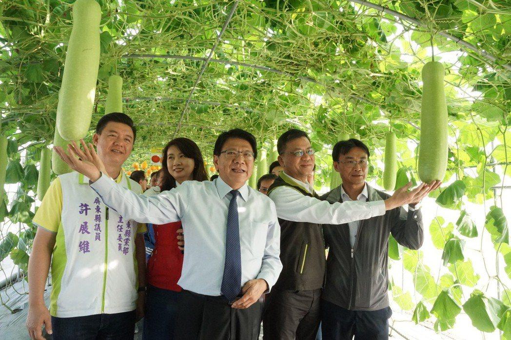 縣長潘孟安表示,屏東是農業大縣,是全台花卉、蔬果及畜漁產重要生產基地,為發揮農業...