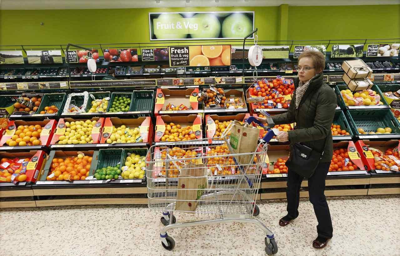 英國糧食高度仰賴進口食品,尤其是蔬菜和水果。美聯社