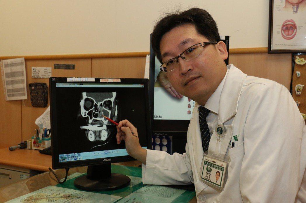 台中慈濟醫院耳鼻喉科醫師林忠青表示,鼻竇炎大多是感冒引起,感冒病毒造成鼻腔黏膜腫...