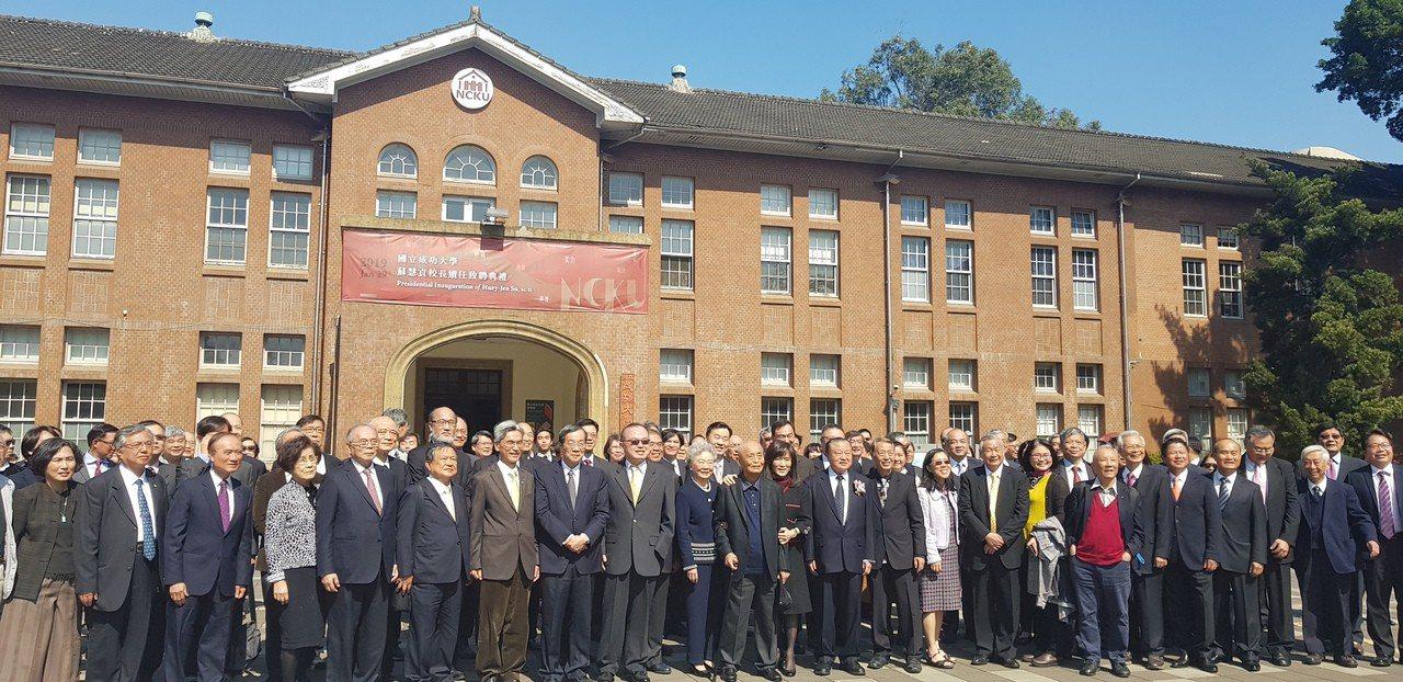 成大上午舉辦校長蘇慧貞續任致聘典禮,許多企業界重要人士出席。記者修瑞瑩攝影