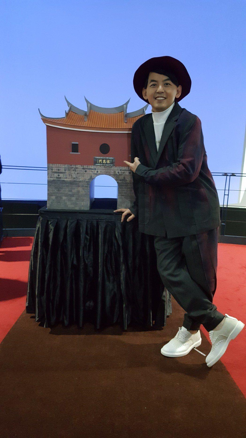 黃子佼今出席台北燈節「搖擺北門」記者會。記者林怡秀/攝影