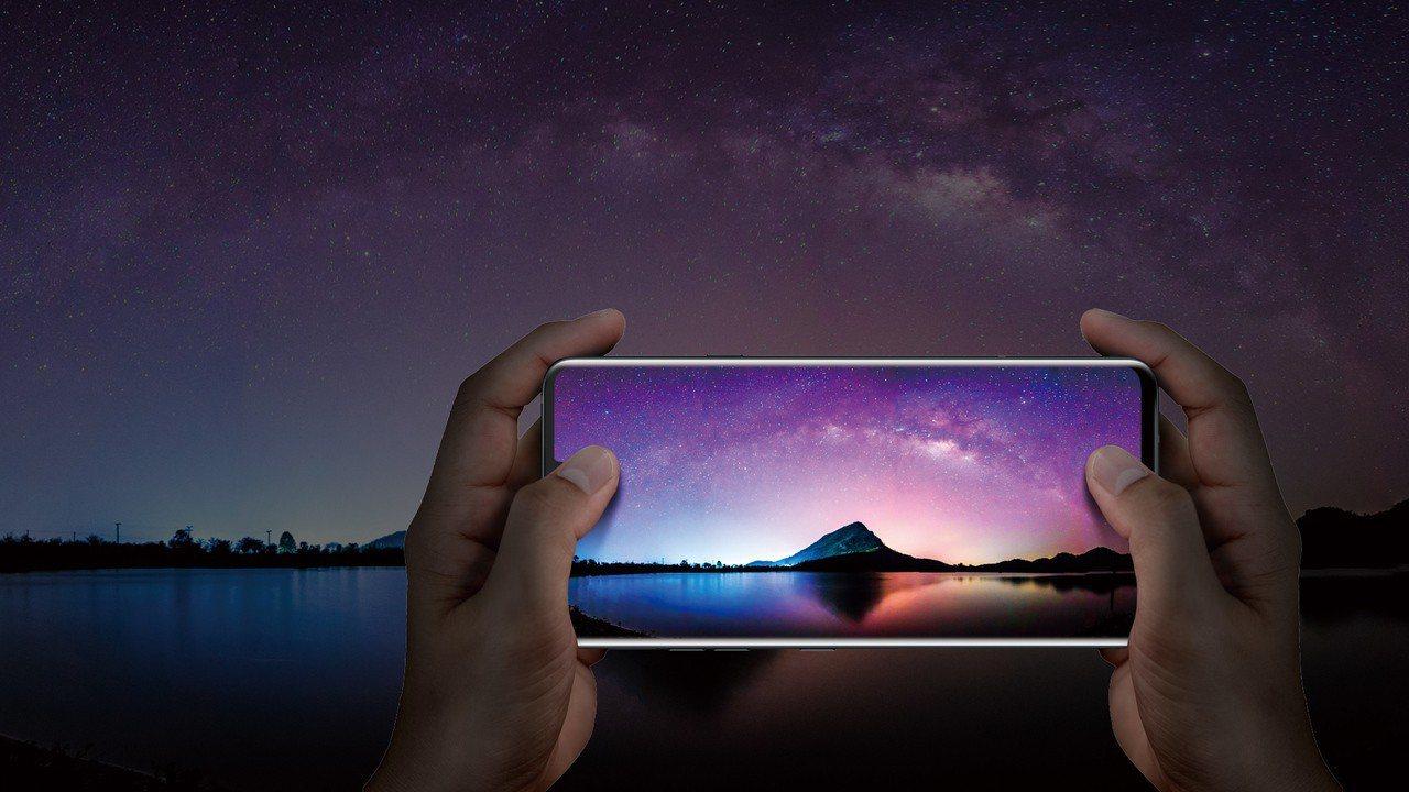 LG V40 ThinQ搭載6.4吋QHD+19.5:9大螢幕,提供更寬闊的視覺...
