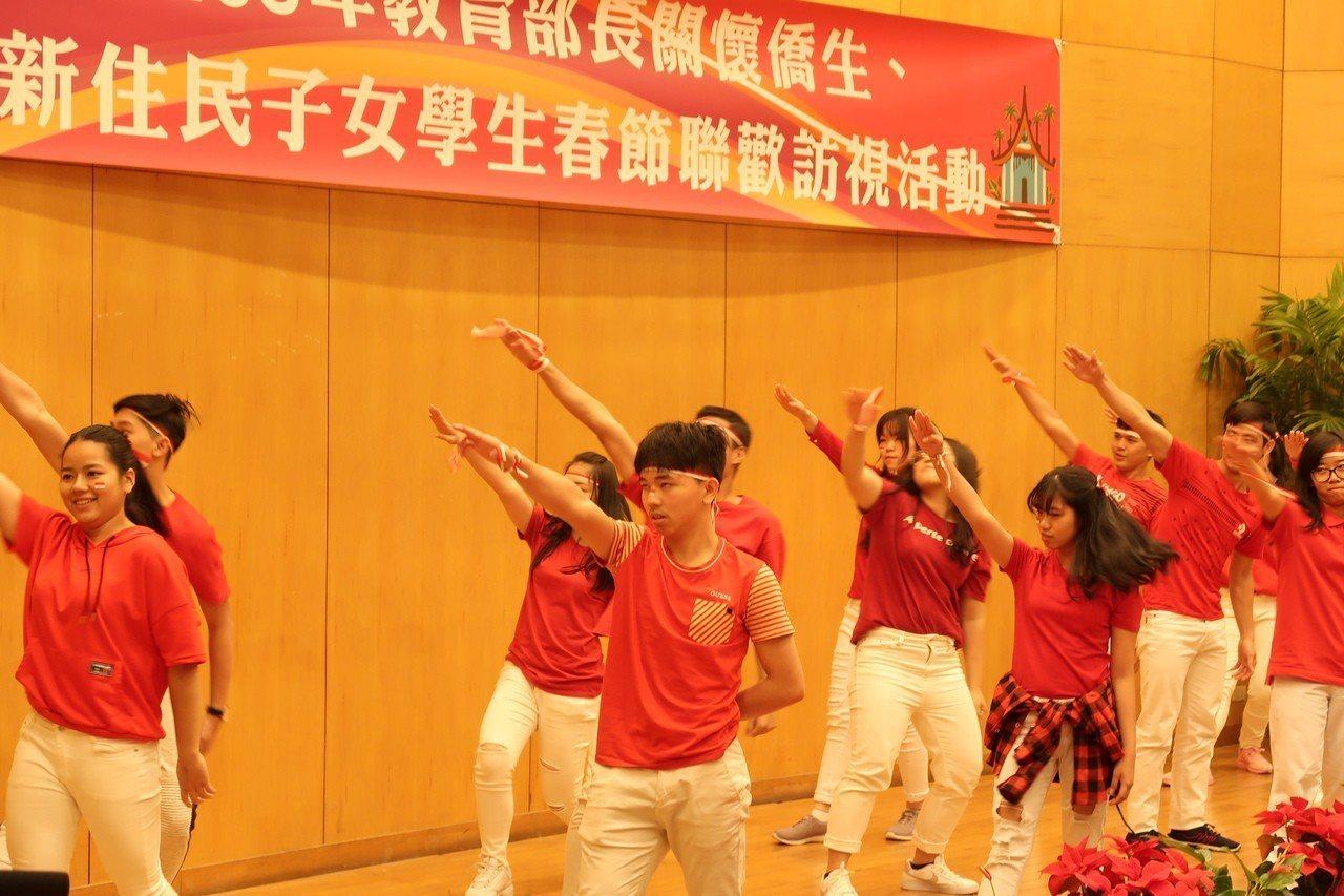 中山工商春節聯歡活動,新住民學生和僑生展現才藝。記者徐如宜/攝影