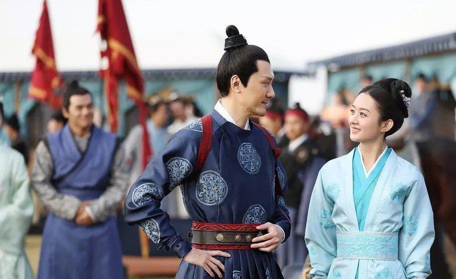 趙麗穎(右)與馮紹峰戲裡戲外都是夫妻。圖/LINE TV提供