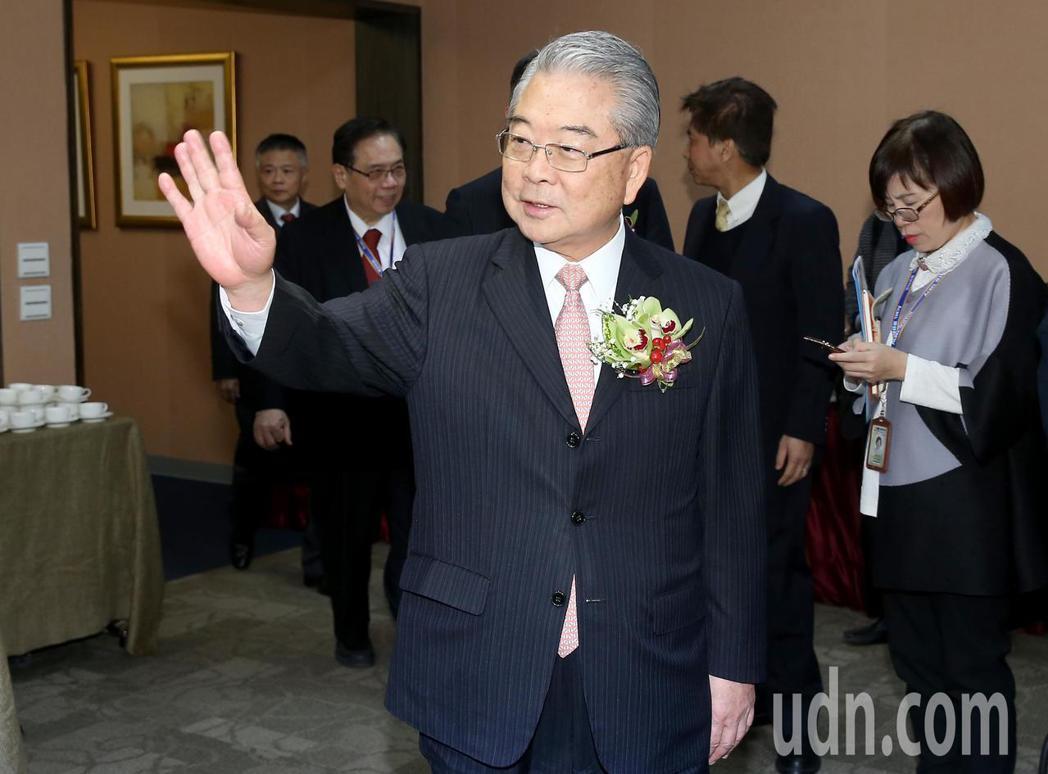 金寶董事長許勝雄表示受到國際大環境影響,預估今年台灣景氣會是「外冷內溫」。記者余...