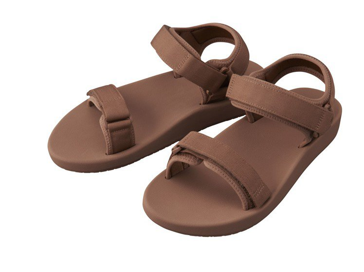 Uniqlo U系列涼鞋990元。圖/Uniqlo提供