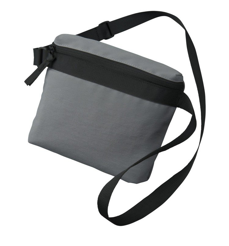 Uniqlo U系列迷你肩背包790元。圖/Uniqlo提供