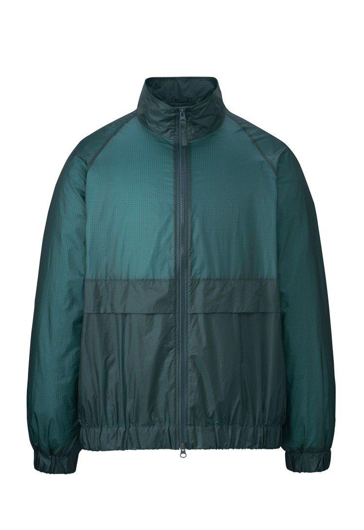 Uniqlo U系列可攜式夾克1,990元。圖/Uniqlo提供