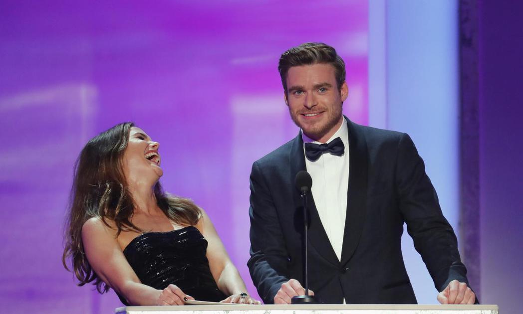 李察馬登與凱莉羅素頒獎時提到「冰與火之歌:權力遊戲」6年前的情節,竟然還被網友罵