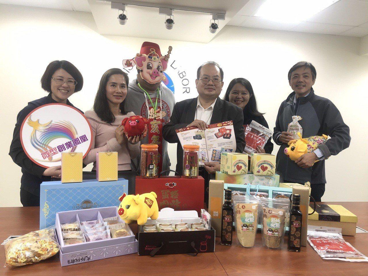 農曆春節將至,勞動部勞動力發展署輔導的在地就業店家和庇護工場,推出年節食品禮盒、...