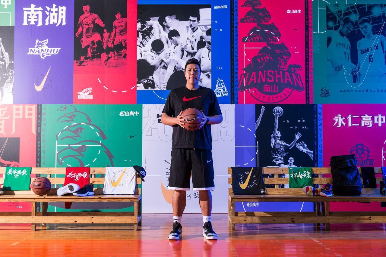 吳建龍擔任籃球訓練營教練。圖/Nike提供