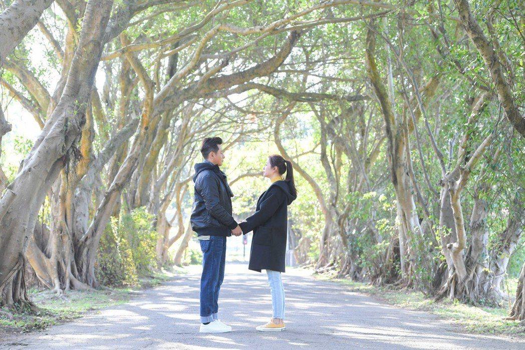 陳冠霖(左)與李燕上演浪漫約會戲碼。圖/三立提供