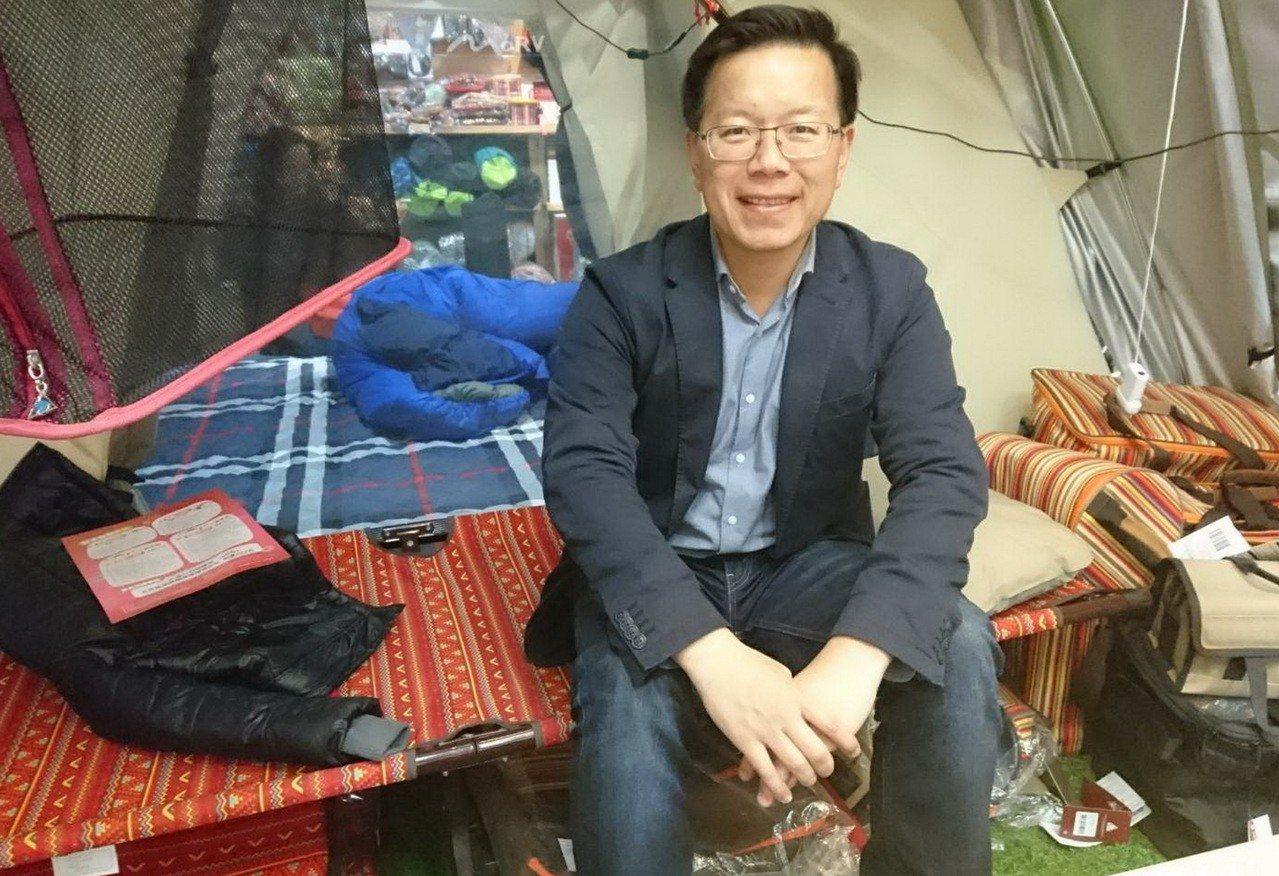 苗栗縣政府文化觀光局長林彥甫一家4口常利用假日到戶外露營。圖/林彥甫提供