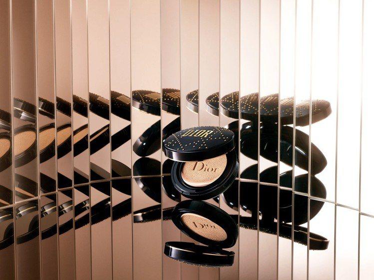 DIOR迪奧超完美持久氣墊粉餅(搖滾釘製版)SPF35 PA+++,售價2,20...