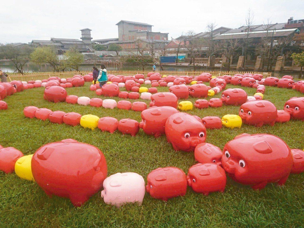 宜蘭傳藝園區年味濃,春節推出2019傳藝燈籠節,有排八卦的百豬迷宮。 記者羅建旺...
