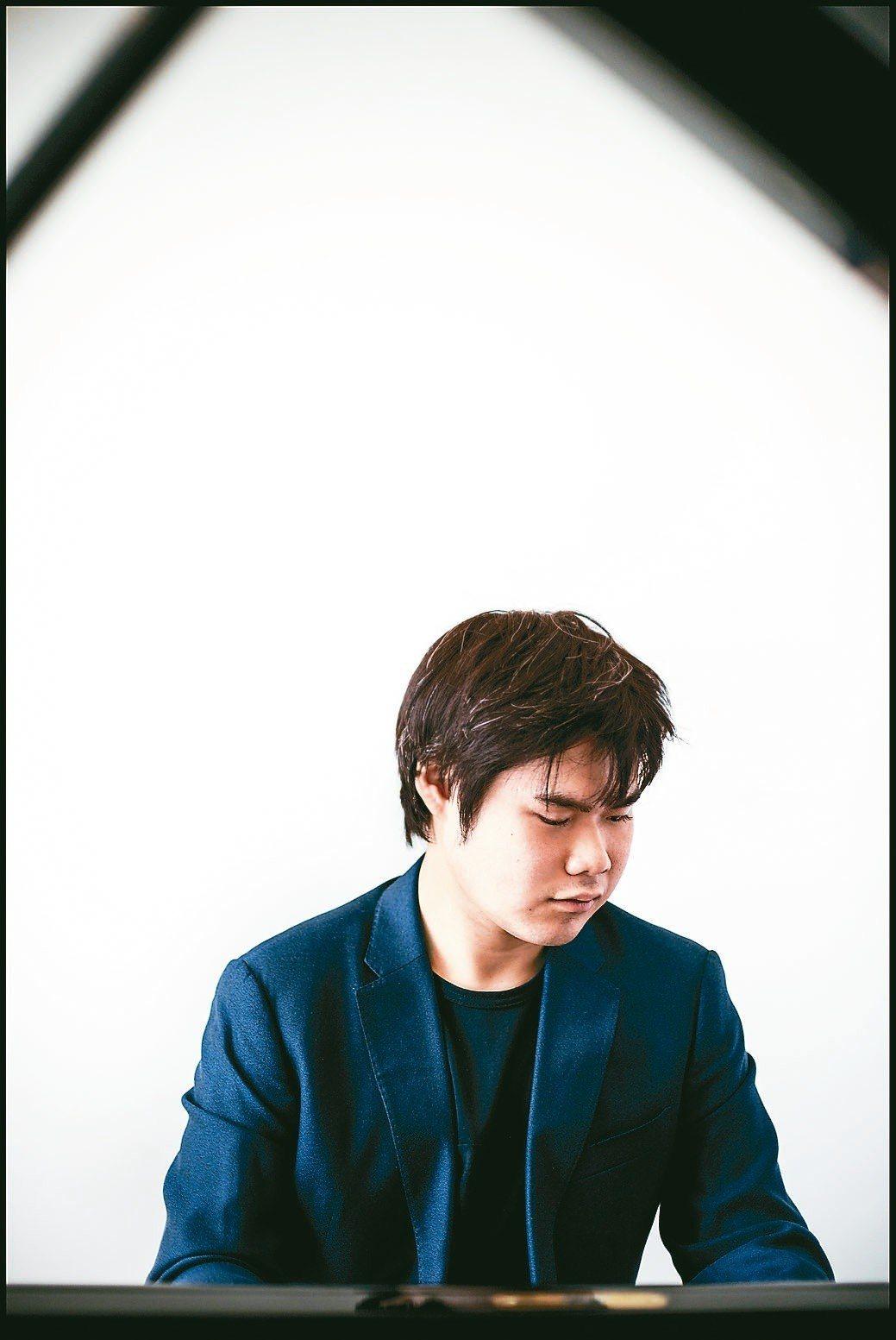 日本全盲天才鋼琴家辻井伸行,四月將登台演奏。 圖/ Yuji Hori提供