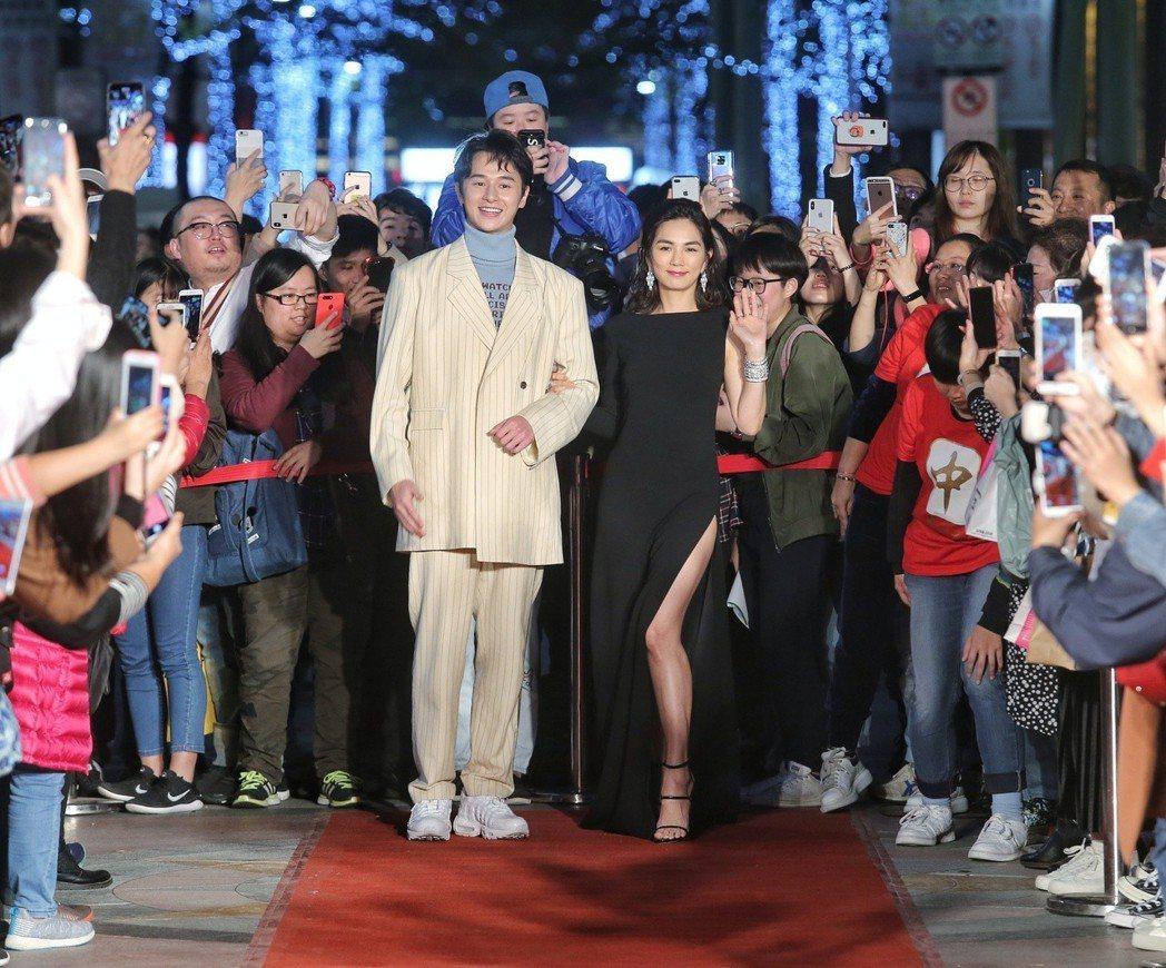 張軒睿(左)、Ella(右)出席電影首映。記者鄭清元/攝影