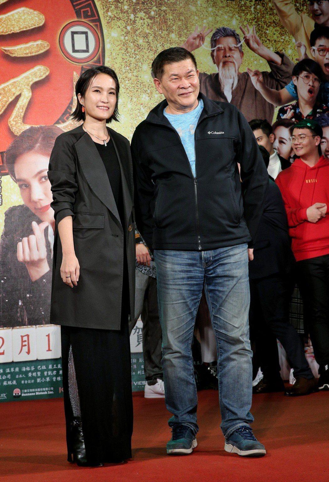 「大三元」導演陳怡妤(左)、監製澎恰恰(右)出席電影首映。記者鄭清元/攝影