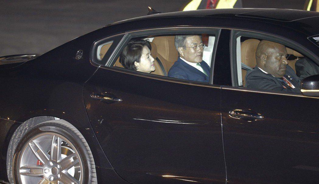 瑪莎拉蒂專門用來接送參加APEC的各國領袖,圖中車內所坐領袖為南韓總統文在寅賢伉...