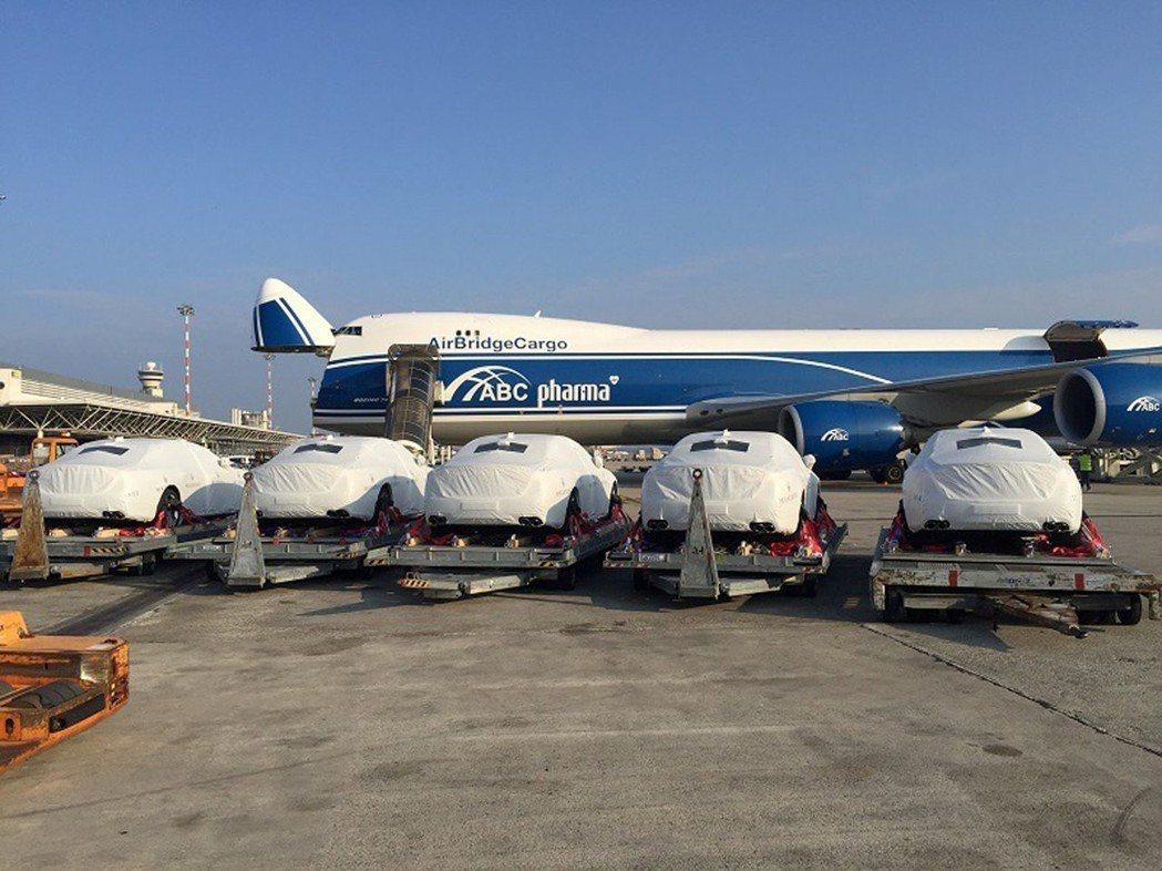 巴紐購買的瑪莎拉蒂在去年10月運抵機場停機坪。 (路透)