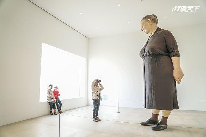 圖/韓國藝術家徐道獲的Causeand Effect,用1萬個塑膠小人串成9公尺...