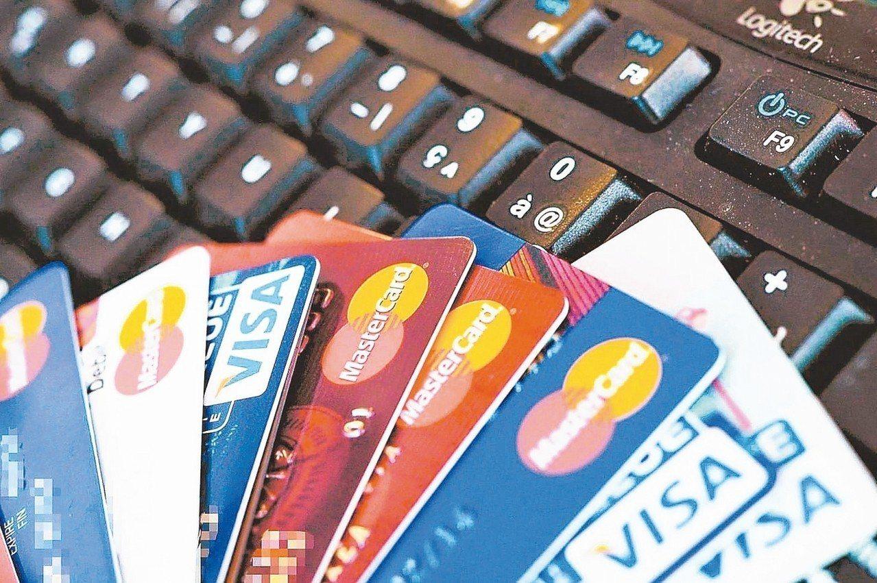 據統計,全台仍有827萬的20歲以上民眾未持有信用卡,占總人口數的三成五。 報系...