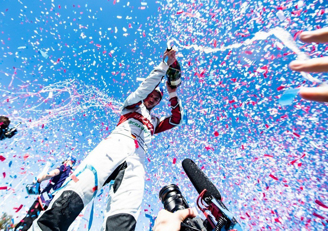 Formula E賽事史上最高溫37度挑戰之下,Audi Sport車手 Dan...