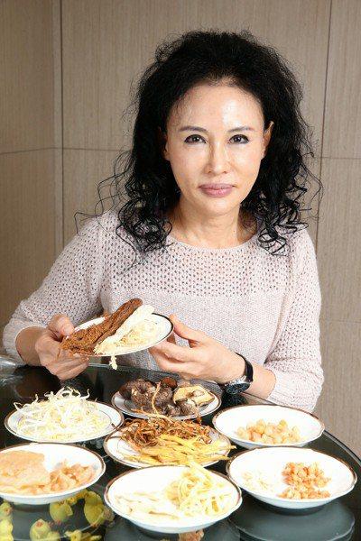 譚敦慈每年過年年菜採買花費都不高,多在千元解決,她認為買得多,不如買得好。 記者...