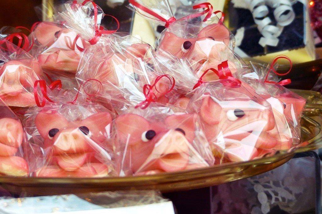 德國的「Glücksschwein」:新年送「幸運豬」甜點的傳統,可以帶來好運。...