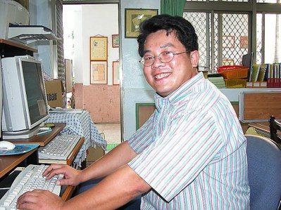 2003年,謝明賢榮獲金車教育基金會第一屆「史懷哲教師獎」。圖/報系資料照