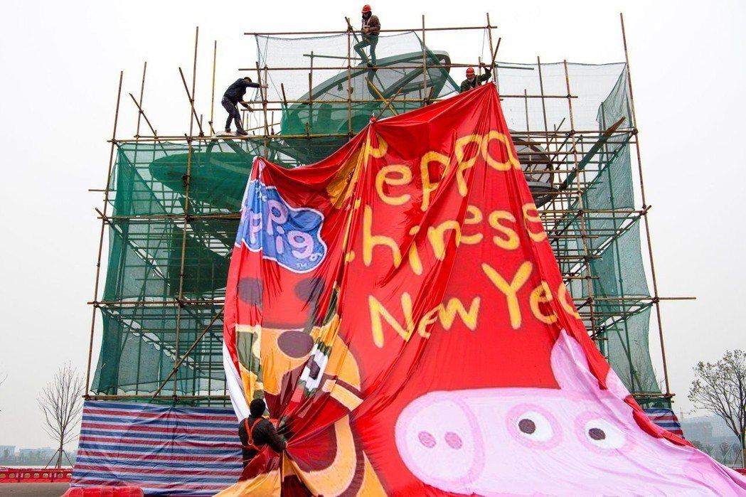 響應中國豬年,來自英國的《佩佩豬》也推出專位中國市場設計的動畫電影版:《小豬佩奇...