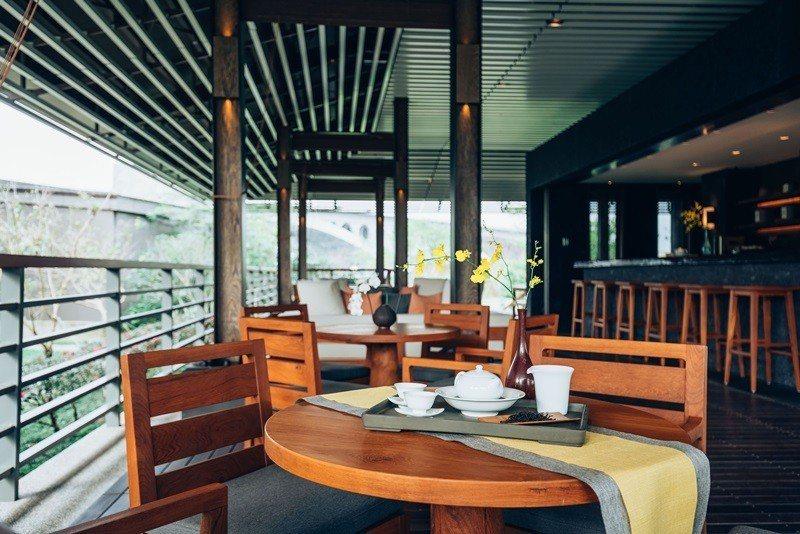 與周遭美景融合的茶屋