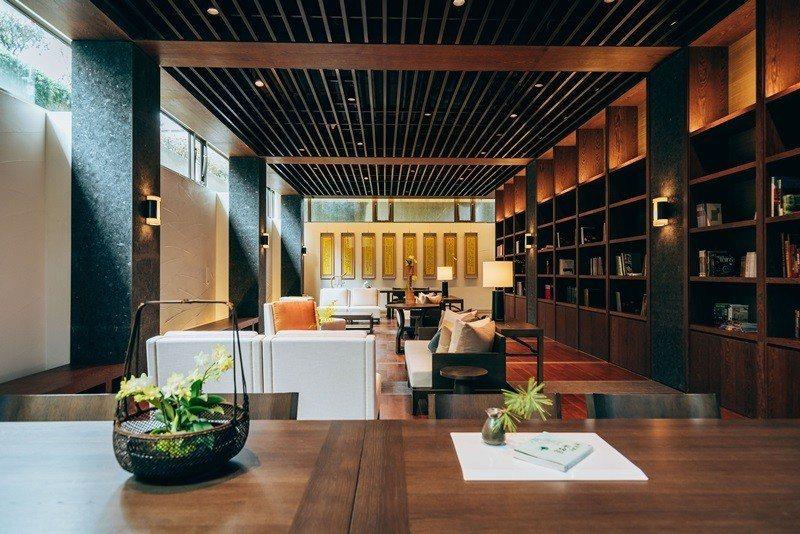 茶屋閱覽室洋溢滿室書香