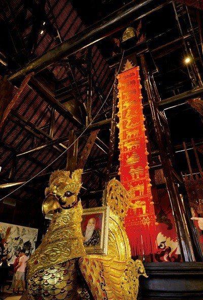 走入博物館內,盡是各類Thawan Duchanee所收藏的珍品。