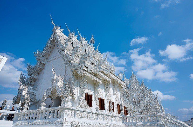白廟原為藝術家獻給國王的禮物,通身雪白象徵菩薩的善念。