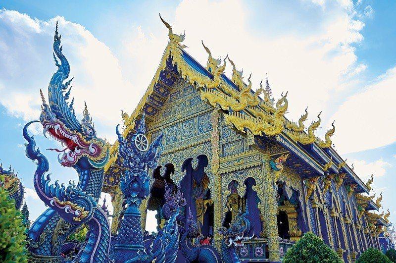 散發著奇幻色彩的藍廟,為清萊確立建築藝術之城的美名。
