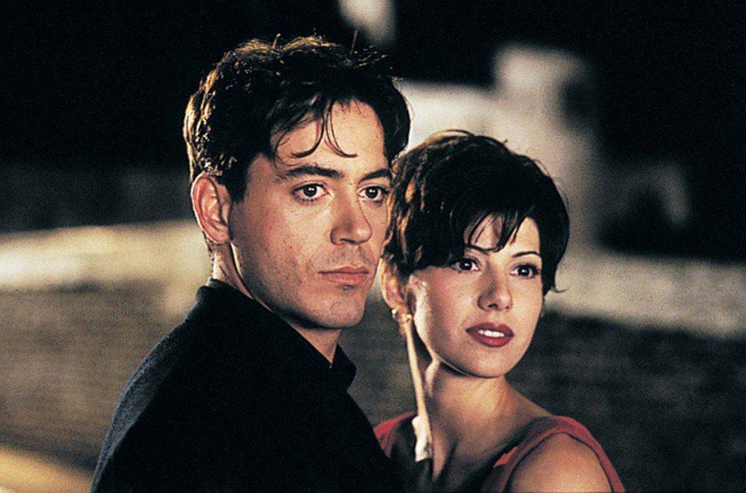 小勞勃道尼與瑪麗莎托梅因合作「我心屬於你」談了短暫的戀愛。圖/摘自imdb