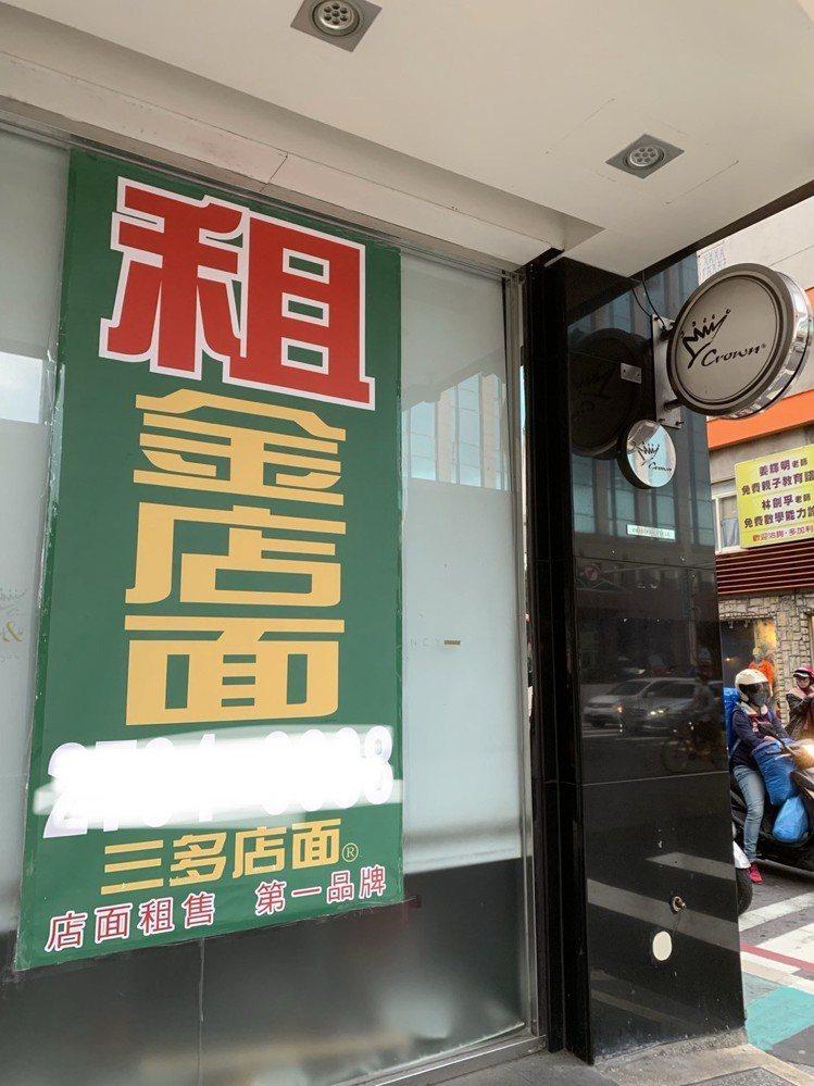 金礦咖啡忠孝門市營業超過10年,是台北首間店面,近日卻悄悄歇業,換上招租的看版。...