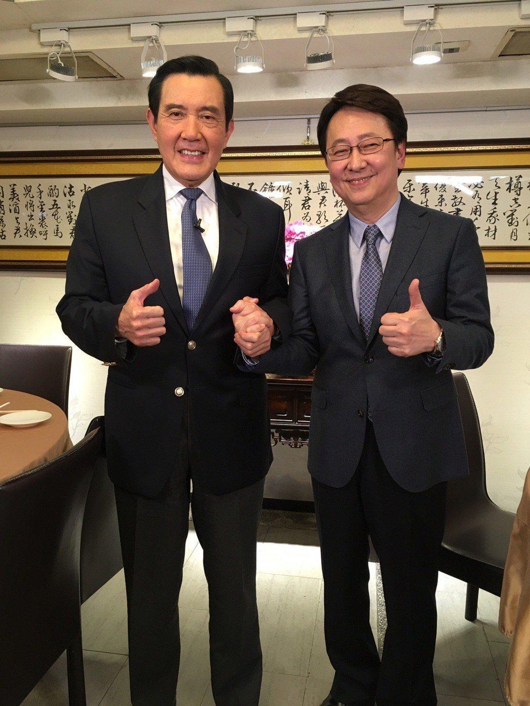 前總統馬英九(左)接受李四端專訪。圖/win tv 提供