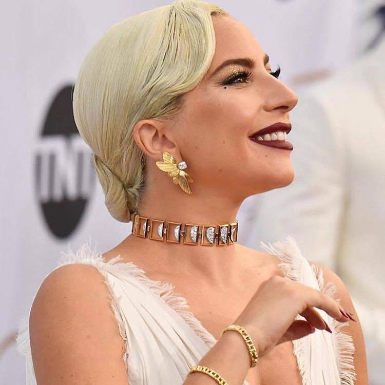 女神卡卡配戴Tiffany & Co.的珠寶出席第25屆美國演員工會獎頒獎紅毯。...